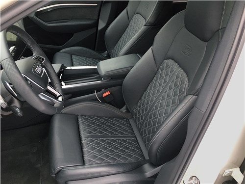Audi e-tron (2020) передние кресла