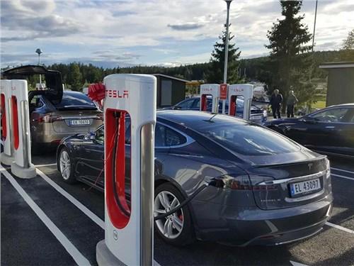 В Норвегии введут налог на дорогие электромобили