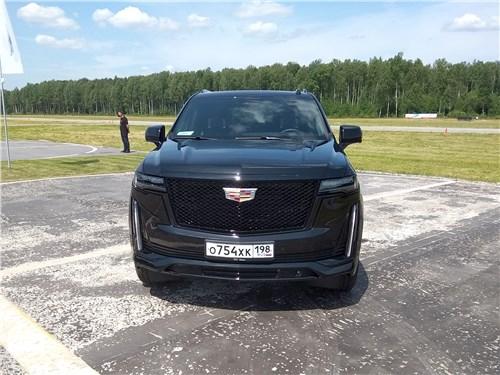 Cadillac Escalade (2021) вид спереди