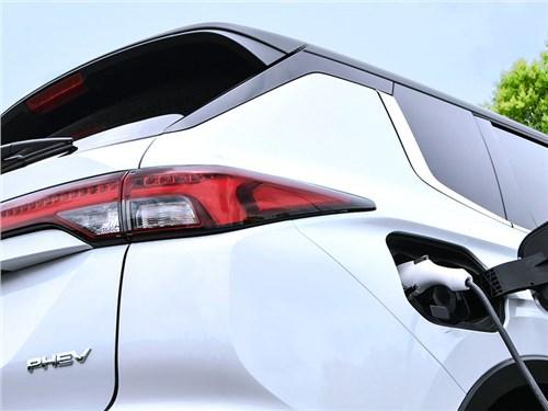 В Mitsubishi анонсировали появление нового Outlander PHEV