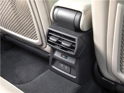 Audi A3 (2021) климат для второго ряда