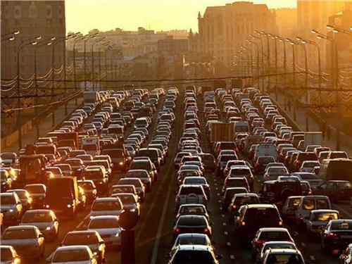 Власти прогнозируют десятибалльные пробки на сентябрь