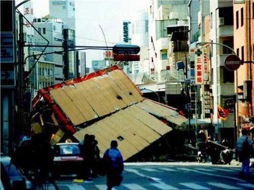 Компании Honda, Toyota и Brigestone закрыли свои заводы из-за землетрясения в Японии