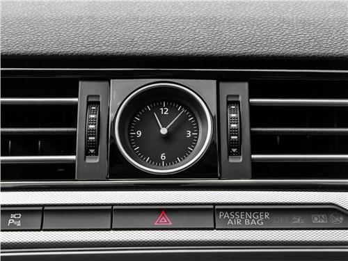 Предпросмотр volkswagen passat variant 2015 часы