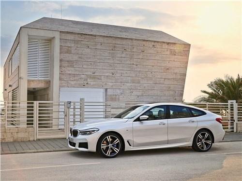 BMW 6-Series Gran Turismo 2018 вид сбоку