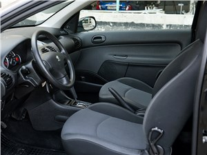 Peugeot 206 2006 передние кресла
