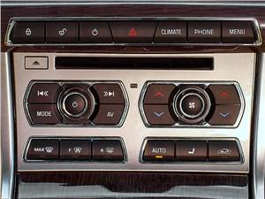 Jaguar XF 2011 центральная консоль