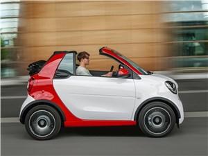 Предпросмотр smart fortwo cabrio 2016 сбоку с открытым верхом