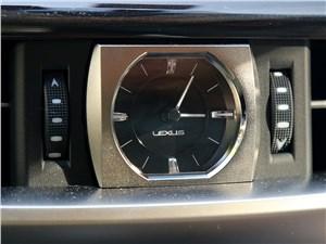 Lexus LX 2016 часы