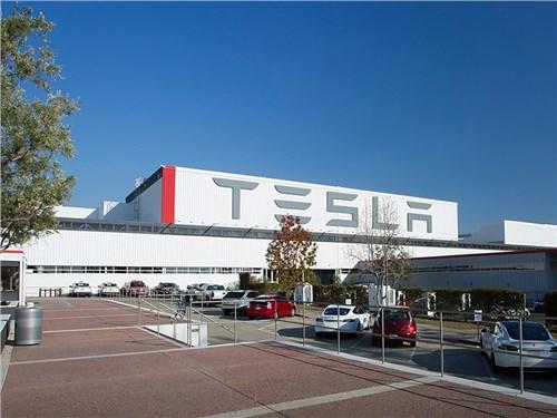 Бюджетный электромобиль Tesla будет стоить 25 тыс. долларов