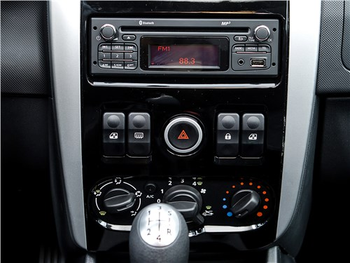 Lada Largus Cross 2014 центральная консоль