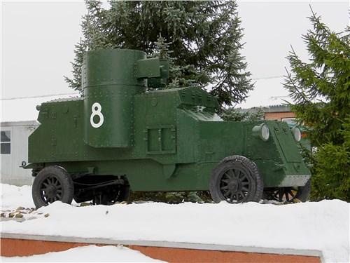 На фоне множества танков на бронеавтомобили мало кто обращает внимание