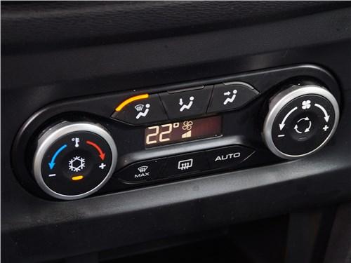 Панель управления отопителем в Lada XRAY чересчур компактна, а ее «показания» лучше видны с заднего ряда сидений