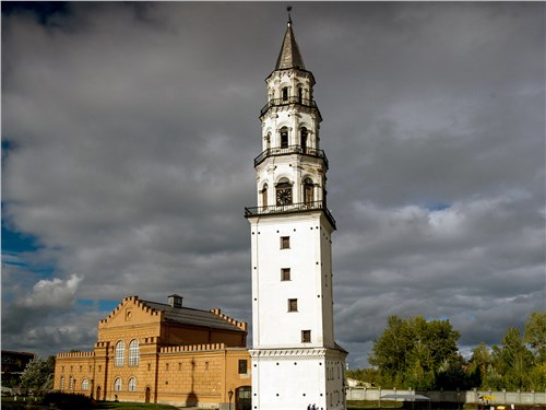 Знаменитая Невьянская башня Демидова начала падать еще при строительстве