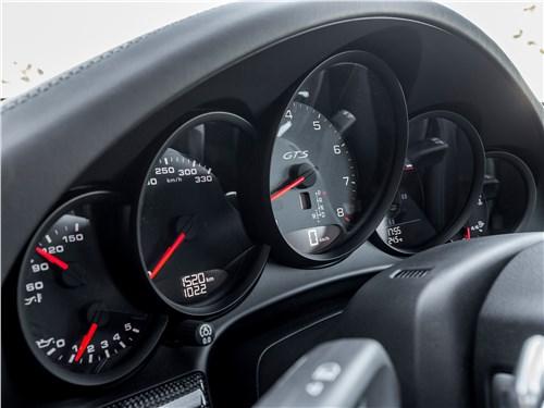 Porsche 911 GTS 2018 приборная панель