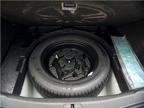 Opel Insignia 2009 запасное колесо