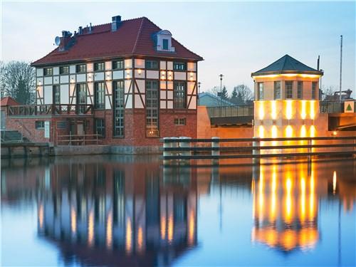 Эльблонг известен в том числе старинным судоходным каналом, оснащенным уникальными механизмами, которые посуху поднимают речные суда на высоту более 100 м