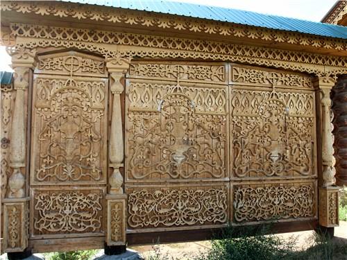 Ворота краеведческого музея старообрядческого села Тарбагатай