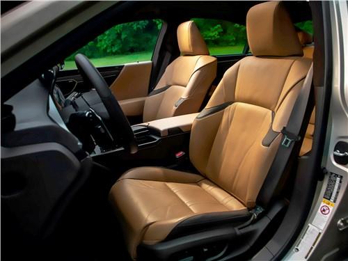 Lexus ES 2019 передние кресла