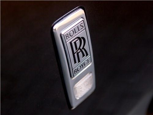 Rolls-Royce Phantom 2018 эмблема