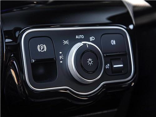 Предпросмотр mercedes-benz a-class 2019 управление стояночным тормозом