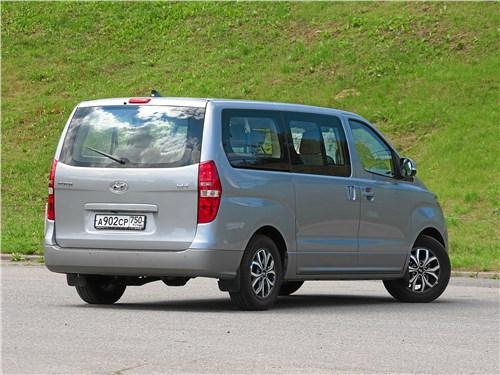 Hyundai Н-1 2018 вид сзади