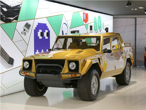 Внедорожник LM 002 имеет прочный кузов из алюминия и стекловолокна