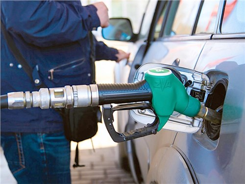 Минэнерго предлагает запретить импорт дешевого бензина на полгода