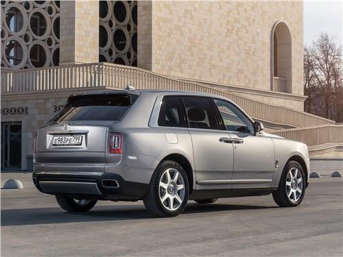 Rolls-Royce Cullinan 2019 вид сзади