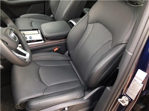 Audi Q7 (2020) передние кресла