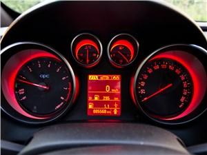 Opel Astra OPC 2013 приборная панель