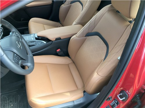 Lexus UX 250H (2019) передние кресла