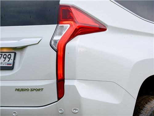 Mitsubishi Pajero Sport (2020) задний фонарь