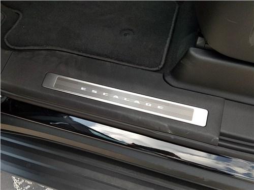 Cadillac Escalade (2021) порог