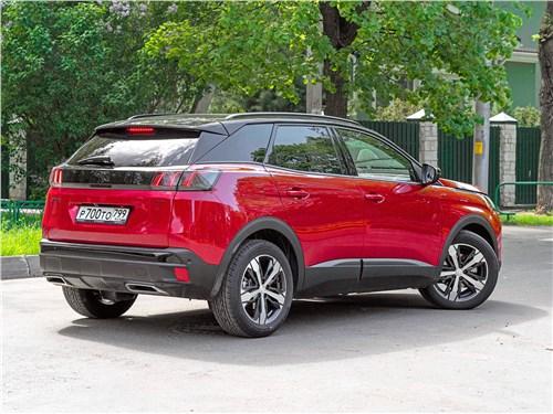Peugeot 3008 (2021) вид сзади