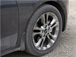 Предпросмотр kia cee'd 2012 хэтчбек дорогие версии автомобиля комплектуются 17-дюймовыми колесами