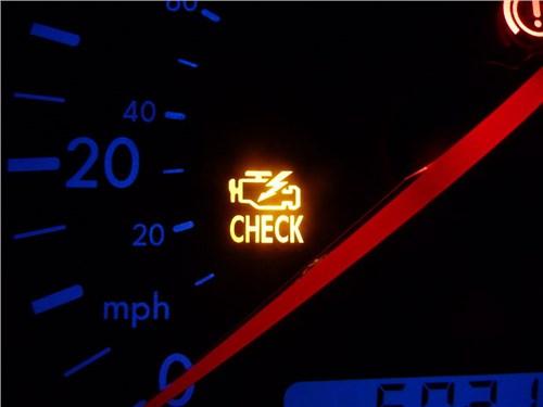 Как реагируют водители на лампу Check Engine