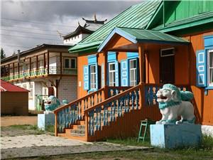 Монахи Иволгинского дацана, буддийского монастыря-университета, живут в традиционных русских избах