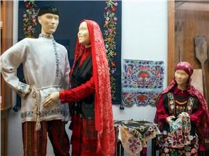 Башкирские национальные костюмы отличаются яркой затейливой отделкой