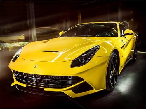 Carlex Design | Ferrari F12berlinetta вид спереди