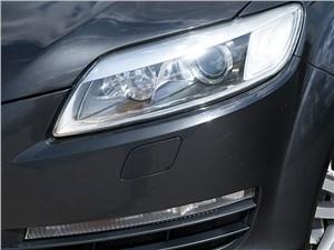 Audi Q7 2010 передняя фара
