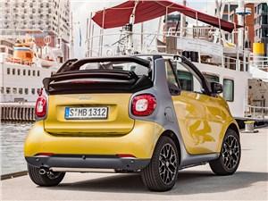 Предпросмотр smart fortwo cabrio 2016 вид сзади
