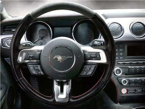Vilner | Ford Mustang салон