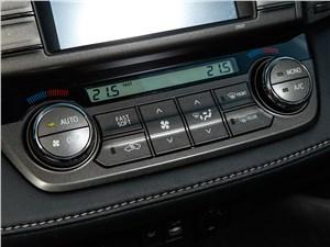 Toyota RAV4 2013 управление климатом и магнитолой
