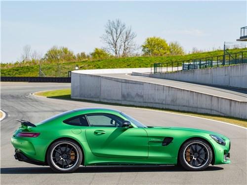 Новость про Mercedes-Benz - Mercedes-AMG GT R 2017 вид сбоку