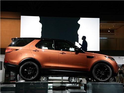 На «ты» с бездорожьем Discovery - Land Rover Discovery 2017 вид сбоку