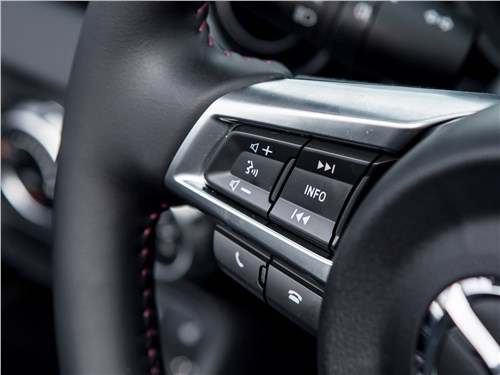 Mazda MX-5 2015 кнопки на руле
