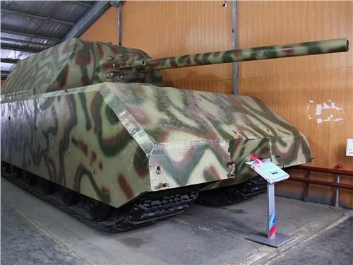 Размер немецкого сверхтяжелого Maus можно оценить только встав рядом с ним