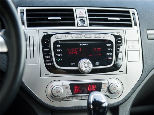 Ford Kuga 2008 центральная консоль