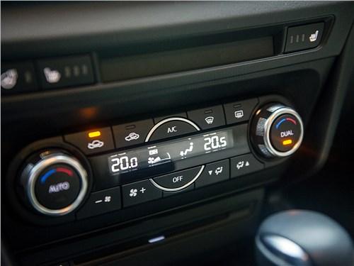 Mazda 3 sedan 2017 управление климатом